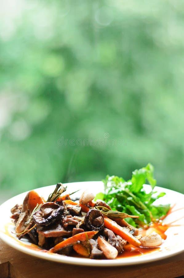 Modig stew med grönsaker royaltyfri foto
