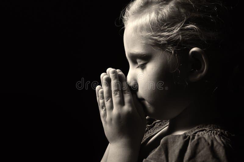 Modlenia dziecko. obraz stock