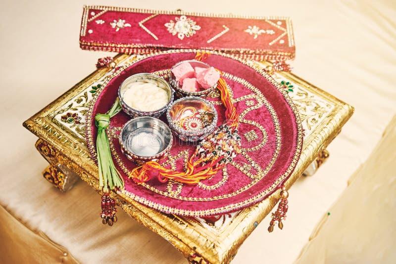 Modlitewne rzeczy dla nicianego ceremonii puja, pooja Indiański ślub zdjęcie stock