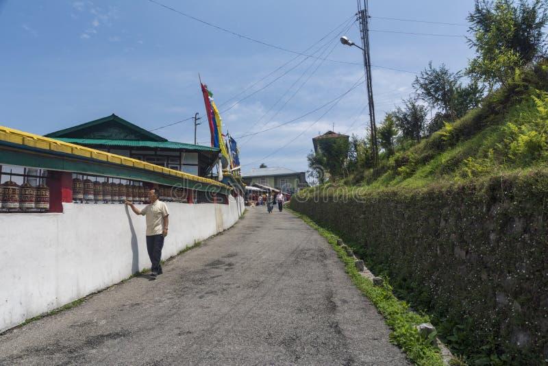 Modlitewni koła i gość przy Rumtek monasterem blisko Gangtok, Sikkim, India obraz royalty free
