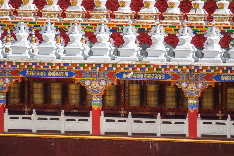 Modlitewni koła przy Yarchen Gar w Sichuan, Chiny Yarchen Gar jest t fotografia royalty free