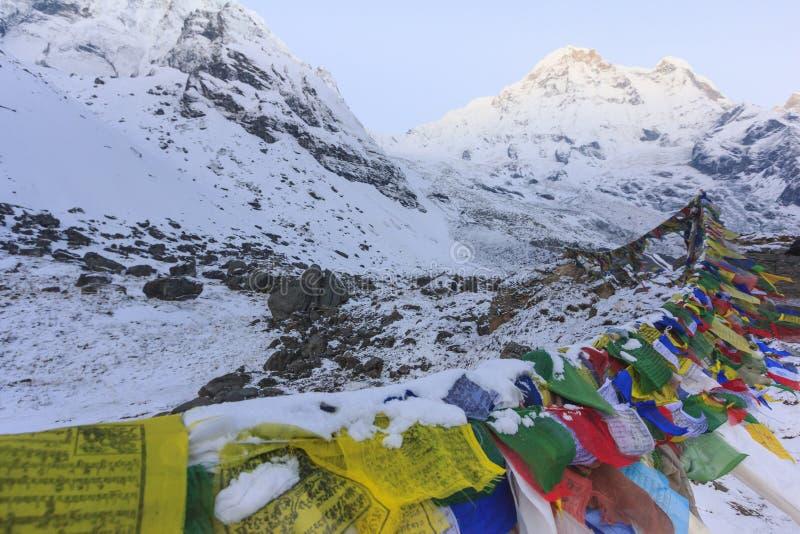 Modlitw flaga i Annapurna śnieżna góra himalaje, Nepal obraz stock