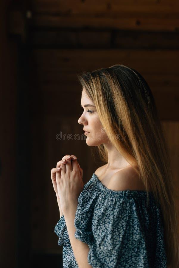 Modlitwa i wiara w bóg dajemy sile i energii dla życia obrazy stock
