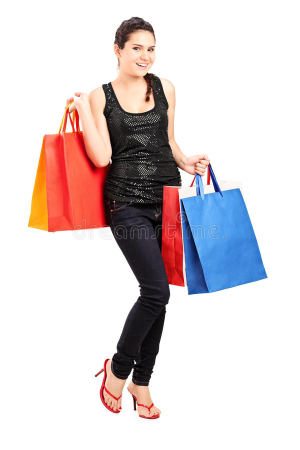 Modna żeńska trzyma wiązka torba na zakupy zdjęcia stock