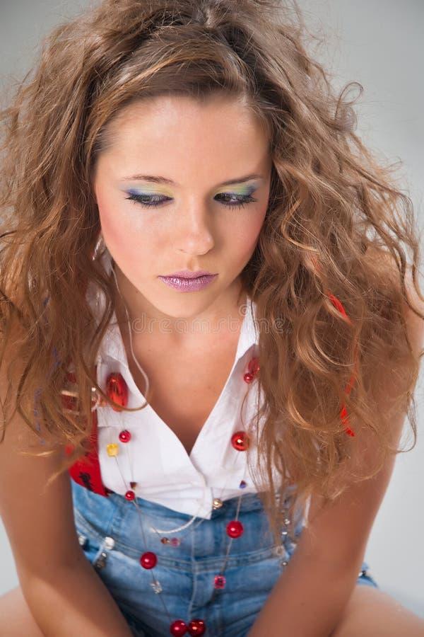 modnej dziewczyny nastoletni rozważni potomstwa obrazy stock