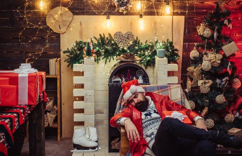 Modniś Święty Mikołaj E Bożenarodzeniowy świętowanie wakacje Nowego roku przyjęcie Santa pijący obraz stock