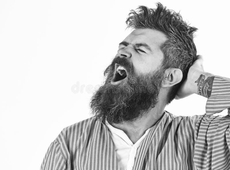 Modniś z brodą i wąsy z upaćkanym włosy jest ubranym bathrobe zdjęcia royalty free