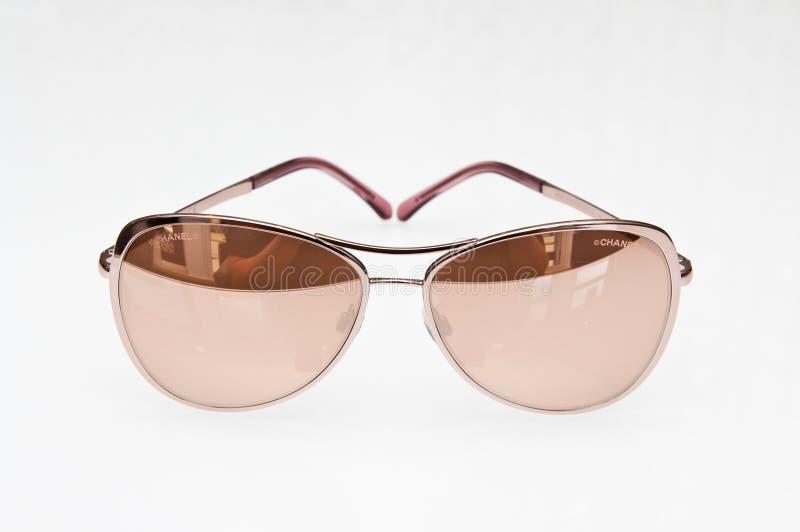 Modni beżowi okulary przeciwsłoneczni Chanel gatunek obrazy royalty free