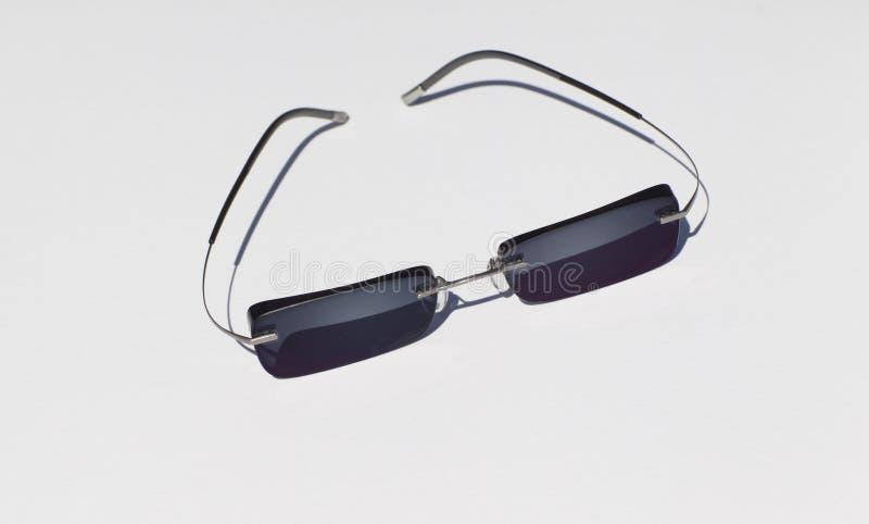 Download Modni Okulary Przeciwsłoneczni Na Białym Tle Zdjęcie Stock - Obraz złożonej z rama, sunglasses: 53781820