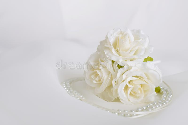 Modny akcesorium z kwiatami zdjęcie stock