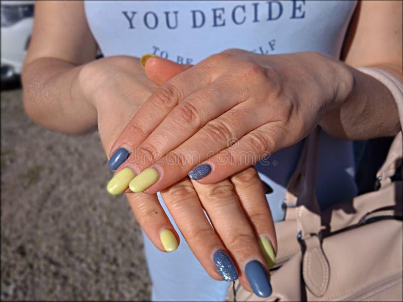 Modny asymmetrical manicure zdjęcia royalty free