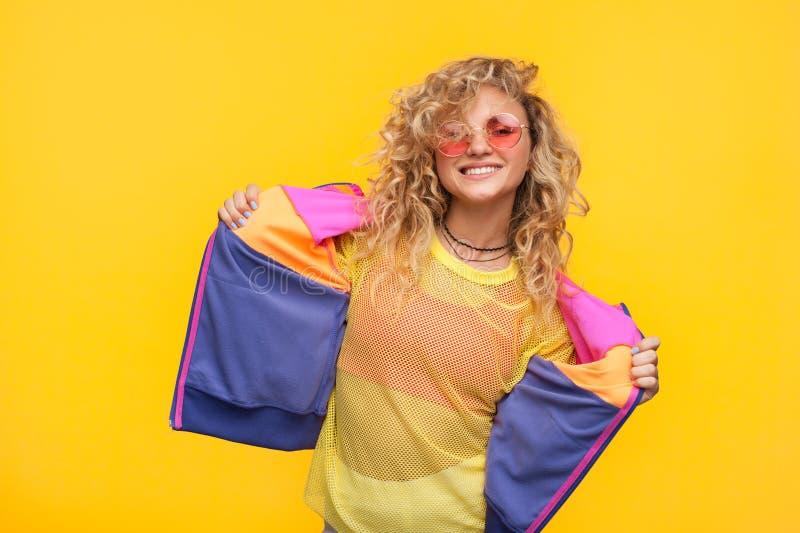 Modny modnisia model na pomarańcze zdjęcie royalty free
