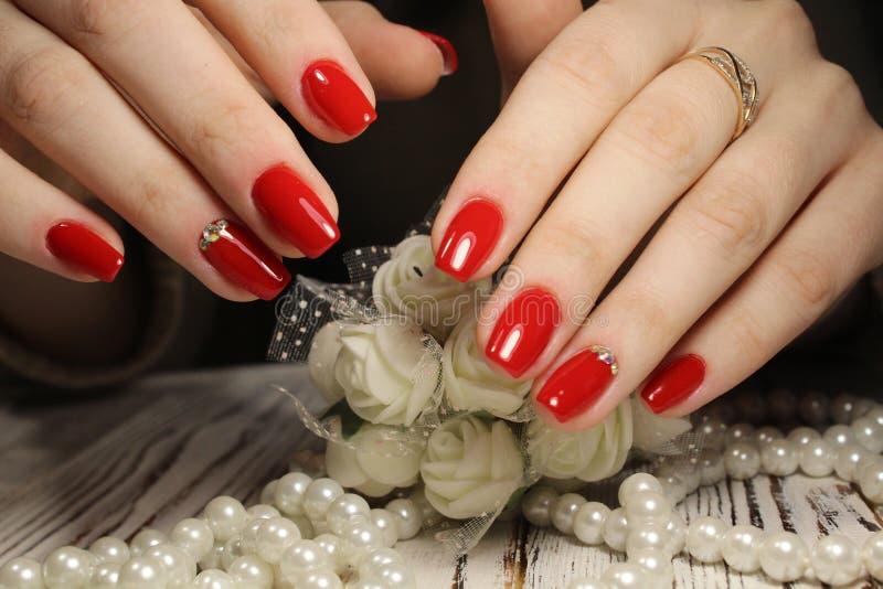 modny złoty manicure obrazy royalty free