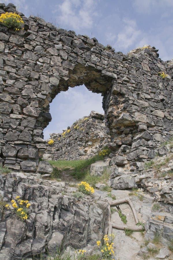Modo dell'arco rotto della parete di pietra fotografia stock