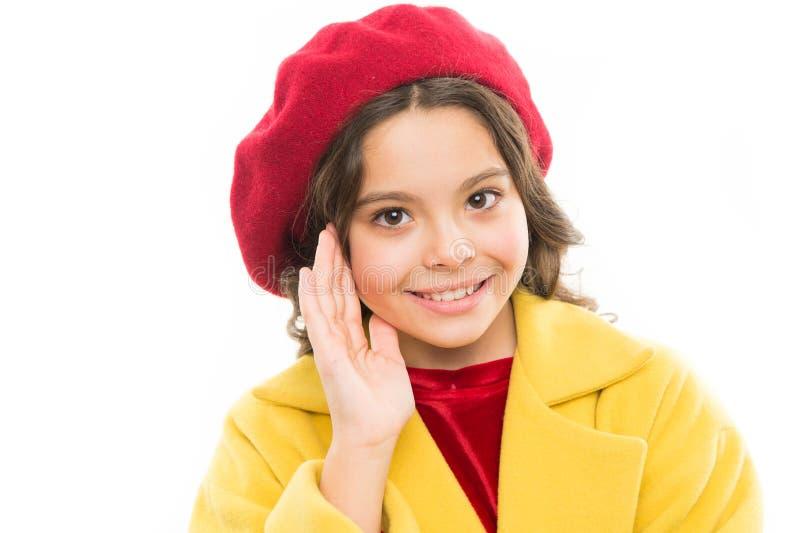 modo della molla e di bellezza piccola ragazza parigina con il fronte felice Il giorno dei bambini Stile di autunno della Francia fotografia stock libera da diritti