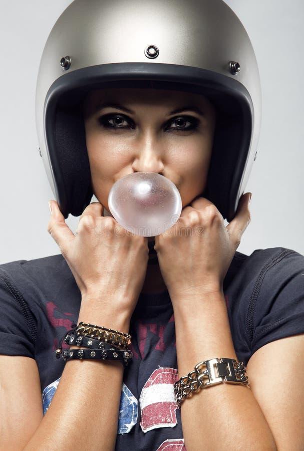 Modo della ragazza del motociclista fotografia stock