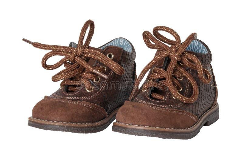 Modo della scarpa del bambino Un paio delle scarpe di cuoio marroni eleganti con la s fotografia stock