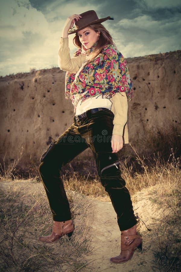 Modo di stile del cowgirl fotografia stock libera da diritti