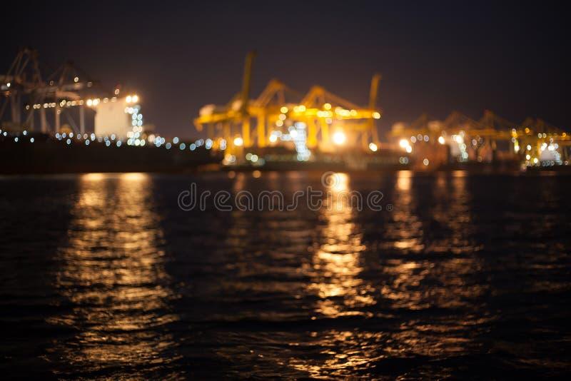 Modo do borrão da noite do habour de Laemchabang com bokeh imagens de stock