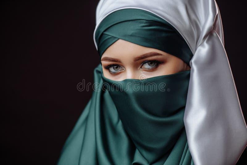 Modo islamico il concubine dentro easten i vestiti fotografie stock libere da diritti