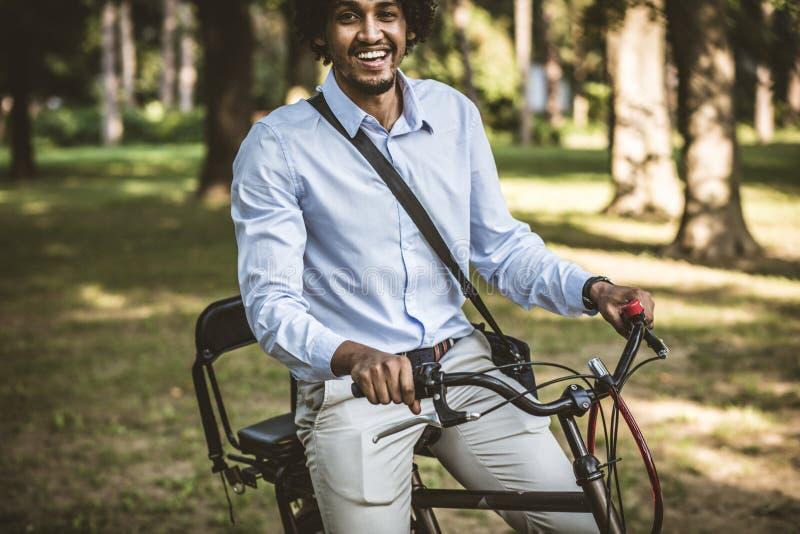 Modo lavorare in bicicletta fotografie stock libere da diritti