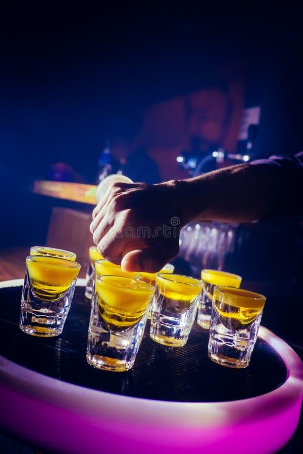 Modo presentabile di finitura delle bevande molto specializzate immagine stock libera da diritti