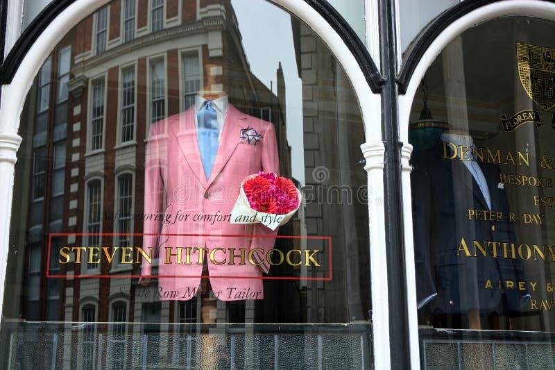 Modo rosa del rivestimento Fila di Savile Steven Hitchcock fotografia stock libera da diritti