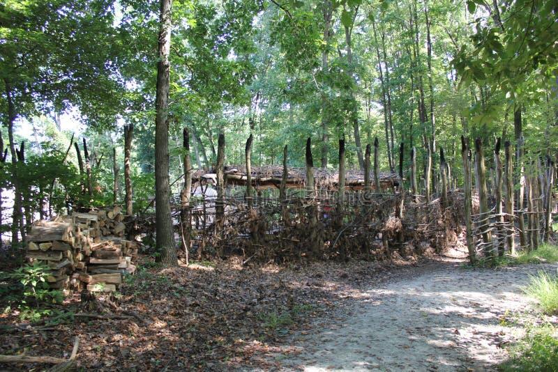 Modularnej Monongahela kultury Indiańska wioska przy Meadowcroft Rockshelter I Historyczna wioska obrazy stock