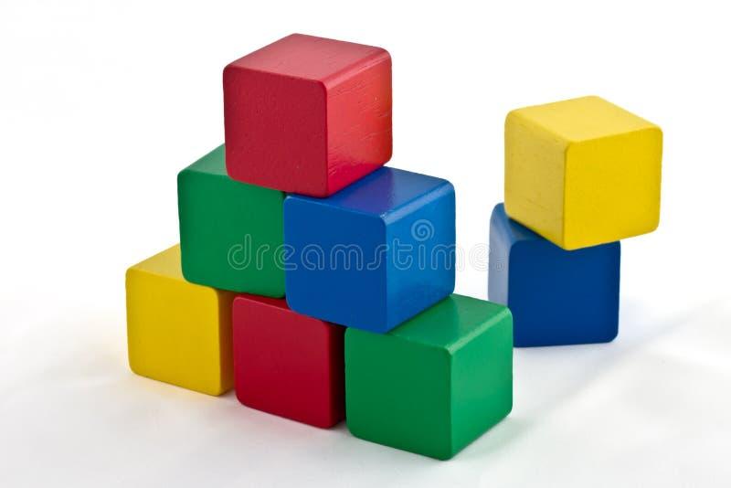 Modules colorés - pyramide photographie stock libre de droits