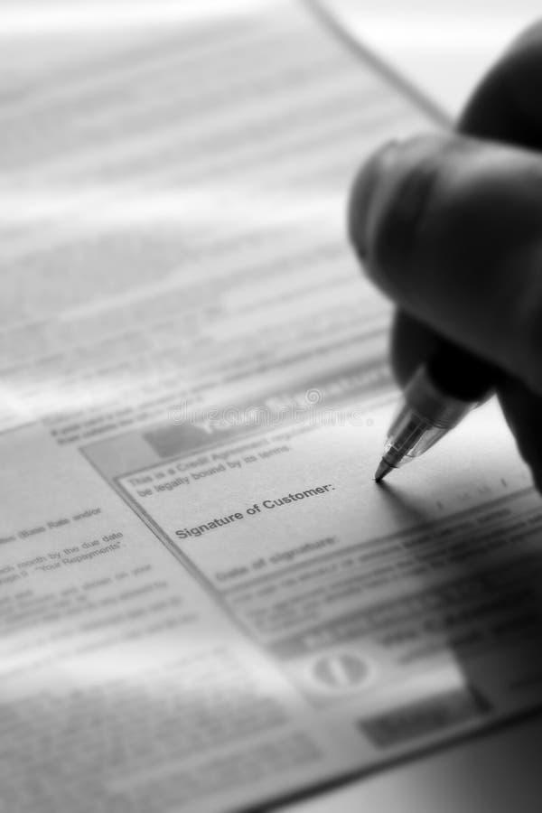 Modulo di domanda di firma della carta di credito fotografie stock