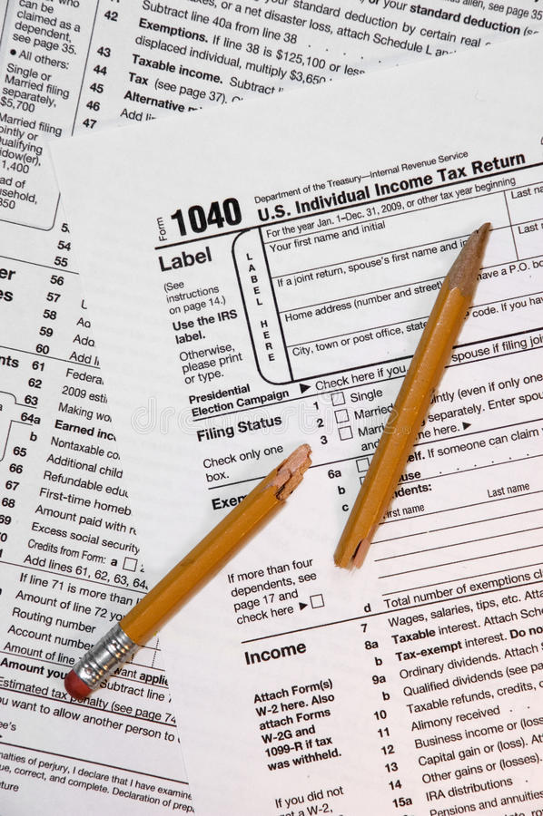 Modulo di imposta 1040, matita tagliata immagini stock libere da diritti