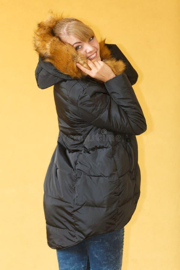 Mody dziewczyna w kurtce fotografia stock