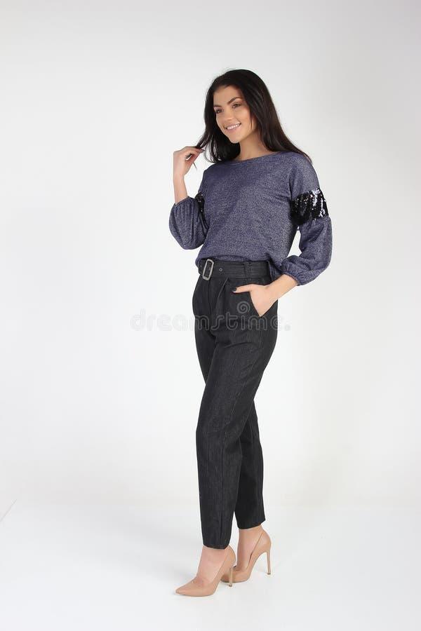 Mody fotografia młody piękny kobieta model w sukni obraz royalty free