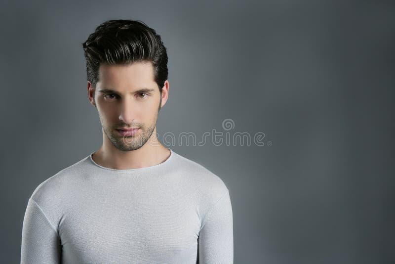 mody futurystycznego mężczyzna portreta srebra modny youn zdjęcia royalty free