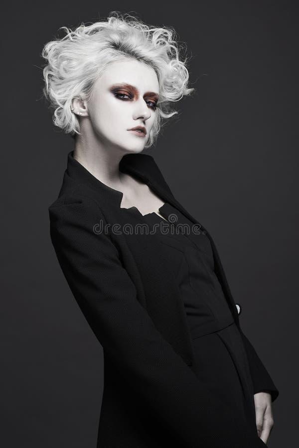 Mody kobieta z białym skóra makijażem obrazy stock