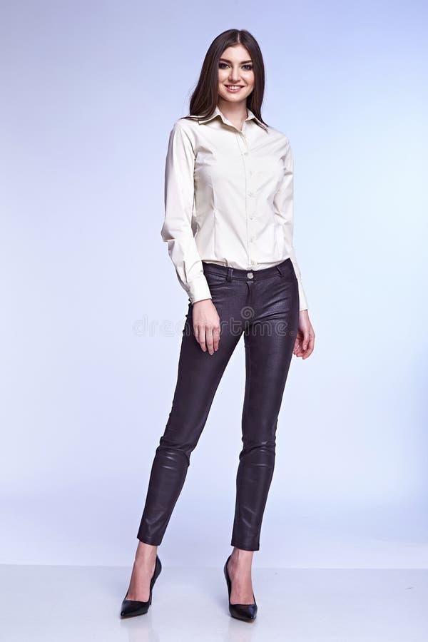 Mody kobiety ciała kształta stylowej perfect brunetki włosiana odzież zdjęcie stock