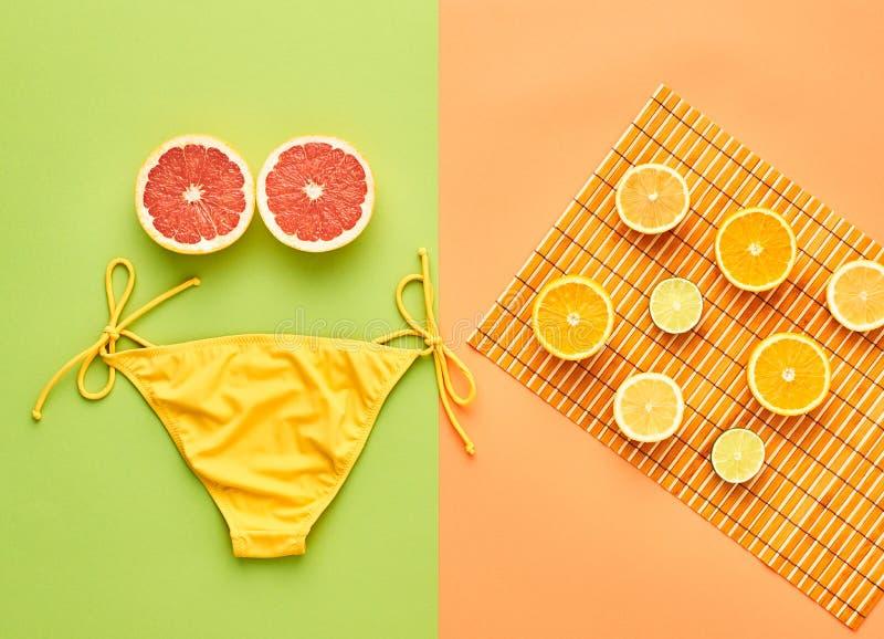 Mody lata strój Plaż ubrań Tropikalna owoc zdjęcie stock