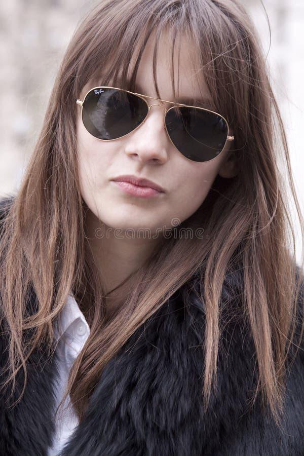 mody modela okularów przeciwsłoneczne target1024_0_ zdjęcia royalty free