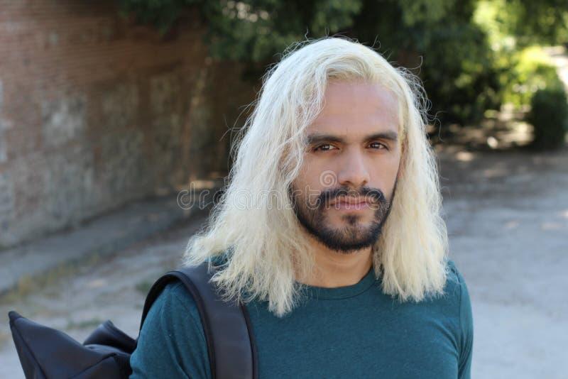 Mody ofiara z niezdrowym włosy fotografia stock