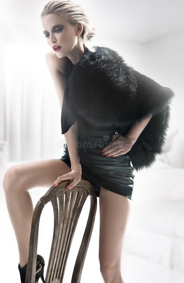 mody wnętrza biała kobieta obrazy royalty free