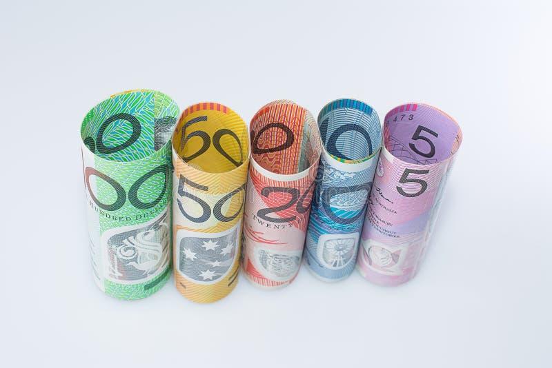 Moeda australiana das cédulas rolada acima das denominações foto de stock royalty free