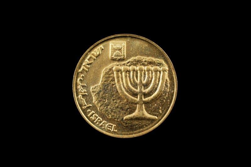 Moeda de Agorot do israelita dez isolada no preto fotografia de stock