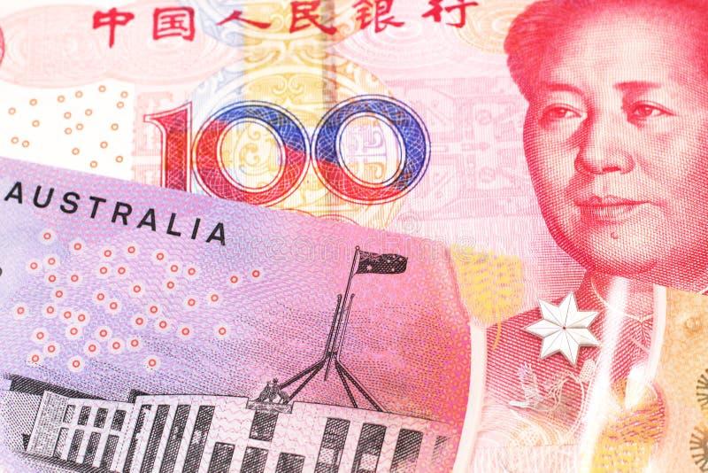 Moeda de Austrália com dinheiro da República Popular da China imagens de stock royalty free