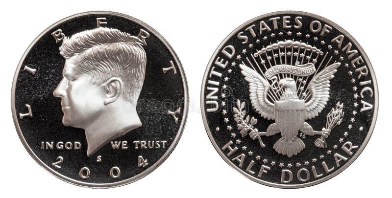 Moeda de cinqüênta E.U. do meio dólar do centavo, isolada no fundo branco foto de stock