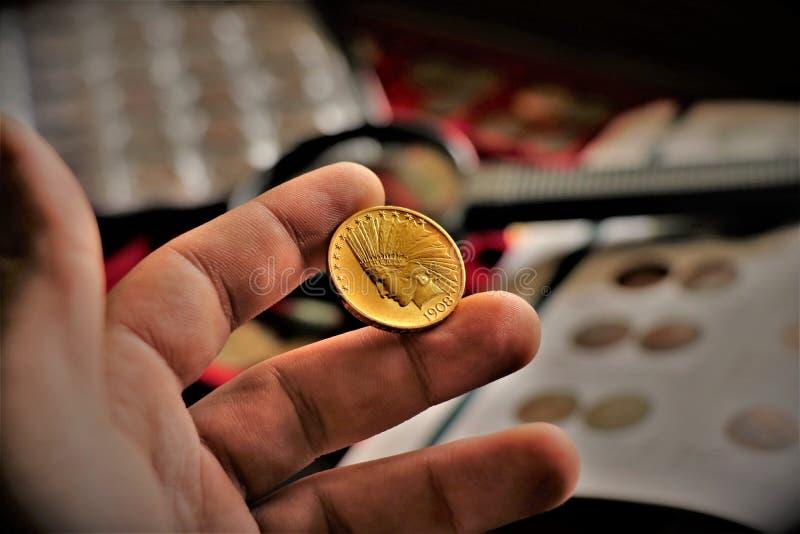 Moeda de ouro principal indiana do Estados Unidos Feche acima de uma coleção de moedas numismática fotografia de stock royalty free