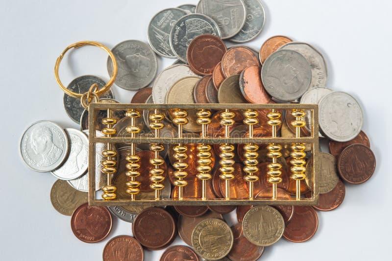 Moeda do ábaco e do dinheiro fotografia de stock royalty free