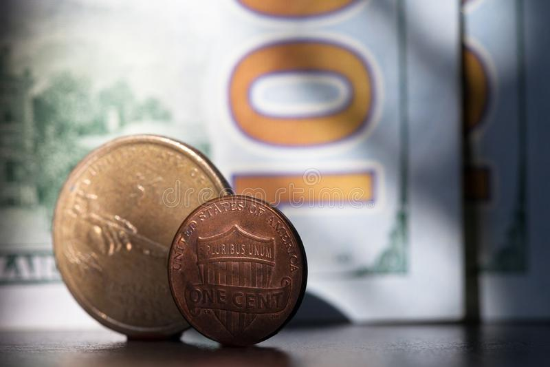 Moeda do centavo de USD de 1 dólar, moeda do Estados Unidos EUA Um centavo e um dólar fotos de stock