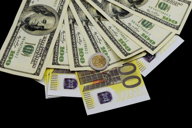 Moeda do Euro com notas e cédulas dos dólares imagens de stock royalty free