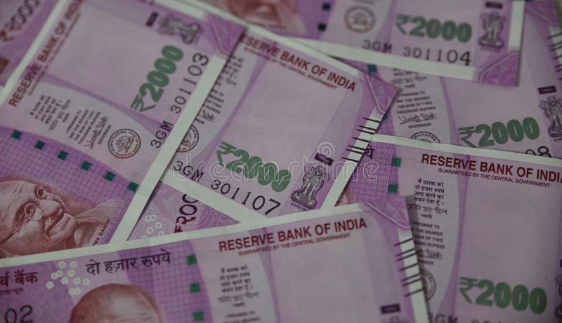 Moeda indiana, dois mil rupias indianas no fundo foto de stock royalty free