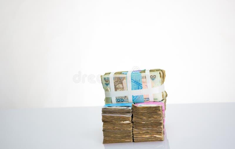 Moeda local N200 de Nigéria, N500, notas do naira N1000 em um pacote imagens de stock royalty free